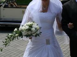 Piękna suknia ślubna- śnieżnobiała
