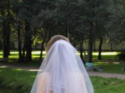 Piękna suknia ślubna typu księżniczka