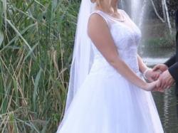 Piękna suknia ślubna typu princeska