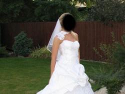 Piękna suknia ślubna w kolorze białym z kolekcji Urszuli Matei