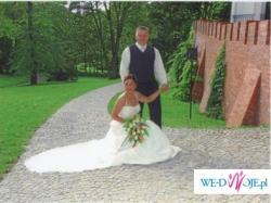 Piękna suknia ślubna włoska recznie wyszywana kryształkami, bardzo lekka.