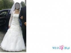 Piękna suknia ślubna z bolerkiem