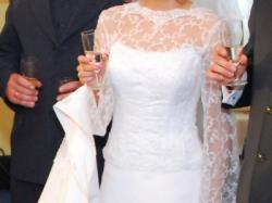 Piękna suknia ślubna z francuską koronką