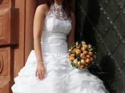 Piękna suknia ślubna z golfikiem