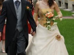Piekna suknia ślubna z gorsetem