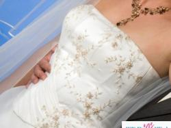 Piękna suknia ślubna z kryształkami