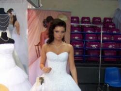 Piękna suknia ślubna z kryształkami swarovskiego