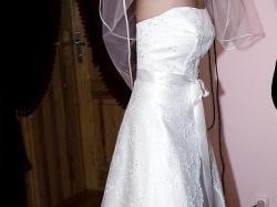 Piękna suknia ślubna z salonu, delikatna satyna i koronka+dodatki