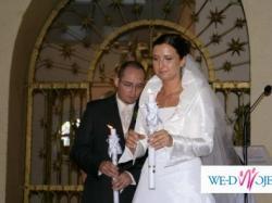 piękna suknia ślubna z tafty