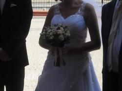 Piękna suknia ślubna zdobiona koronką, rozmiar 38-40
