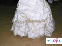 Piękna suknia z gorsetem