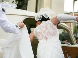 Piękna suknia z koronkowymi plecami