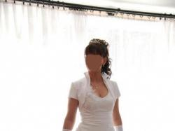 Piękna suknia zapinana na szyi