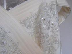 Piękna wyszczuplająca suknia z madonny model 306