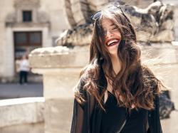 Piękny uśmiech dodaje pewności siebie! Sprawdź, jak wybielić zęby w domu w zaledwie kilka dni!