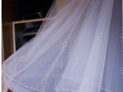 Piękny welon z kryształkami salonu Lisa Ferrera