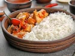 Pierś z kurczaka w curry gotowana na parze