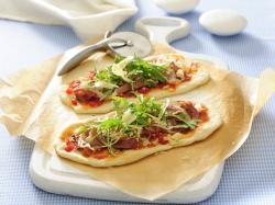 Pizza z szynką i rukolą