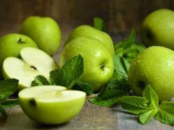 Poduszeczki z ciasta francuskiego z jabłkami na słono