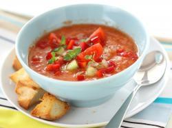 Południowy sposób na zimną zupę z awokado