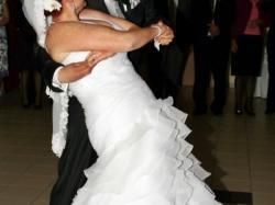 PRONOVIAS ALFA rozmiar44-piękna,kobieca i nietuzinkowa suknia ślubna