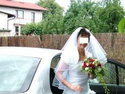 Prosta biała suknia ślubna