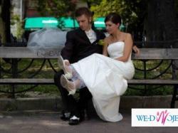 prosta, elegancka suknia ślubna