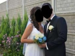 Prosta sukienka ślubna z trenem rozmiar salonowy 38
