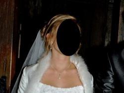 Przepiękna biała suknia ślubna.