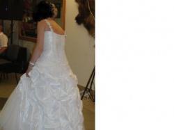 Przepiękna błyszcząca suknia ślubna