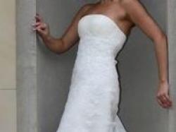 Przepiękna koronkowa suknia z trenem Magnolia La Sposa z Madonny