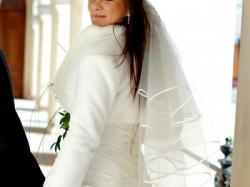przepiękna suknia ecru , drapowana z lekkim trenem