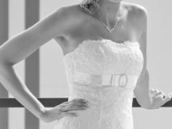 przepiękna suknia ślubna - biała koronka