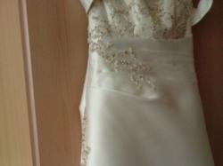Przepiękna suknia ślubna w kolorze ekri.