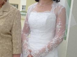 Przepiękna suknia ślubna z koronkowym bolerkiem