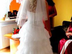 Przepiękna suknia z krysztalkami swarovskiego