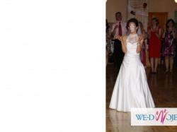 Przepiękna sukniaślubna z trenem:)