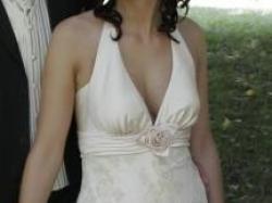 prześliczn asuknia ślubna w kolorze cappucino