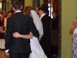 prześliczna oryginalna biała koronkowa suknia ślubna