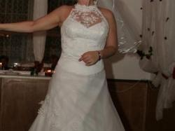 prześliczna śnieżnobiała suknia ślubna