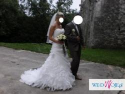 Prześliczna suknia ślubna z falbanami Lisa Ferrera Cosmobella 7490