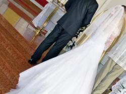 Prześliczna suknia ślubna z trenem