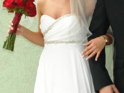 Prześliczna suknia z trenem w kolorze IVORY