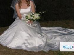 Prześliczna, włoska, ręcznie haftowana suknia ślubna z trenem
