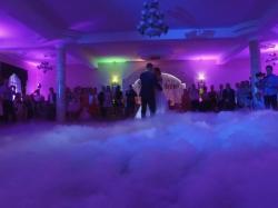 Quartet - dekoracja światłem, taniec w chmurach