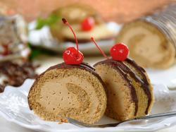 Rolada biszkoptowa z truskawkami