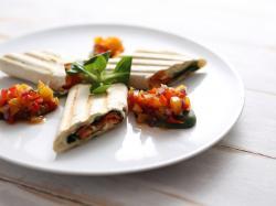 Roladki z łososia w makaronie lasagne