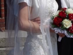 Romantyczna, koronkowa suknia ślubna