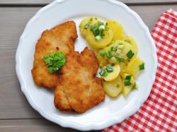 Schabowy z ziemniakami i kapustą  – tradycyjny polski obiad pod lupą!