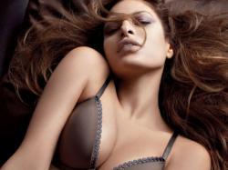 Seksowna bielizna Kleina i Mendes topless